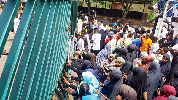 Protesting Shi'ite members invade National Assembly, cause chaos