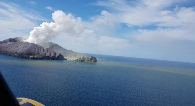 Tremors worsen on New Zealand volcano island, prevent recovery