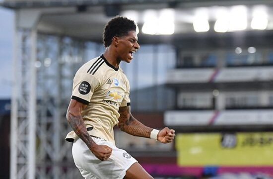 Man United keep up top-four chase with win at Palace