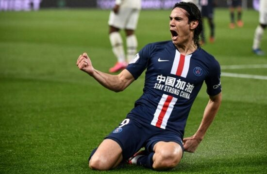 Manchester United set to sign Cavani