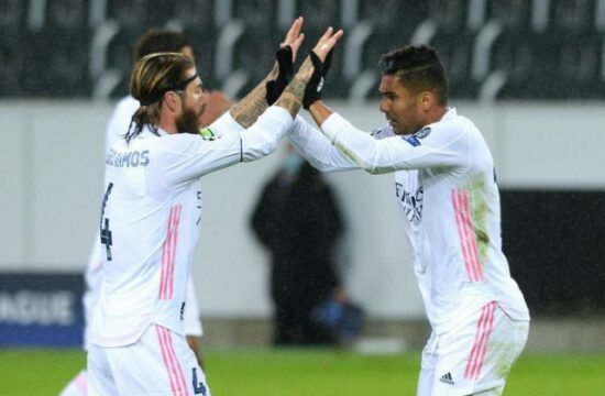 Real Madrid snatch draw at Borussia Monchengladbach with late Casemiro goal