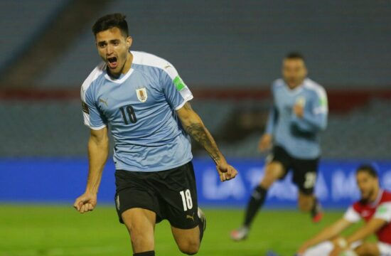 Injury time goal gives Uruguay 2-1 victory over Chile